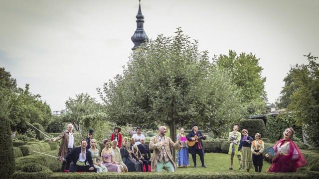 """Tassilo: Die ideale Kulisse: """"Tragaudion"""" spielt im Starnberger Schlossgarten den """"Hamlet""""."""