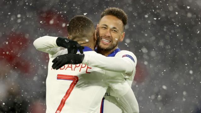 Paris Saint-Germain: PSG-Stürmer Mbappé und Neymar jubeln gegen den FC Bayern