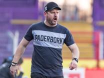 Steffen Baumgart (Trainer / Chef-Trainer SC Paderborn 07) in Coachingzone / an Seitenlinie, 19.12.2020, Stadion an der B