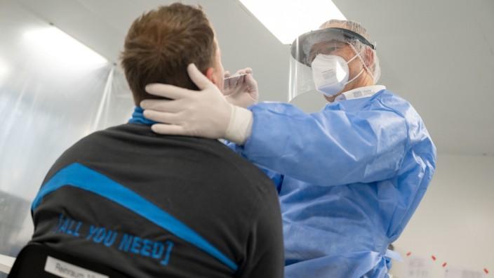 Coronavirus in Deutschland: Schnelltests beim Maschinenbauer Harro Höfliger