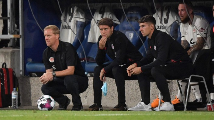 v.li., Trainer Timo Schultz (FC St. Pauli), Co Trainer Fabian Huerzeler, Fabian Hürzeler (FC St. Pauli), Co Trainer Loic