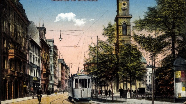 München Sonnenstraße mit Straßenbahn und Mathias Kirche AUFNAHMEDATUM GESCHÄTZT