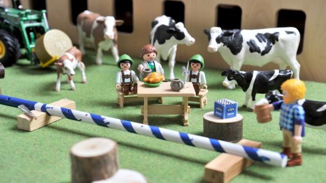 Gilching: Mini-Maibaumbausatz im Spieleinsatz bei Familie Pflug