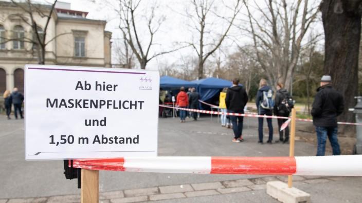 Coronavirus in Deutschland: Maskenpflicht im Zoo von Dresden