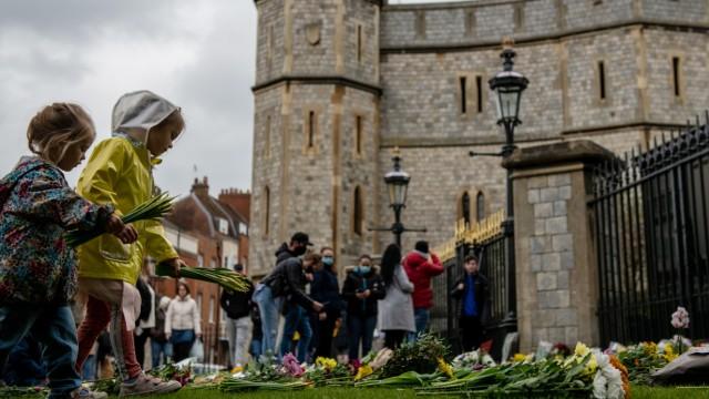 BESTPIX: Tributes To Prince Philip, Duke Of Edinburgh