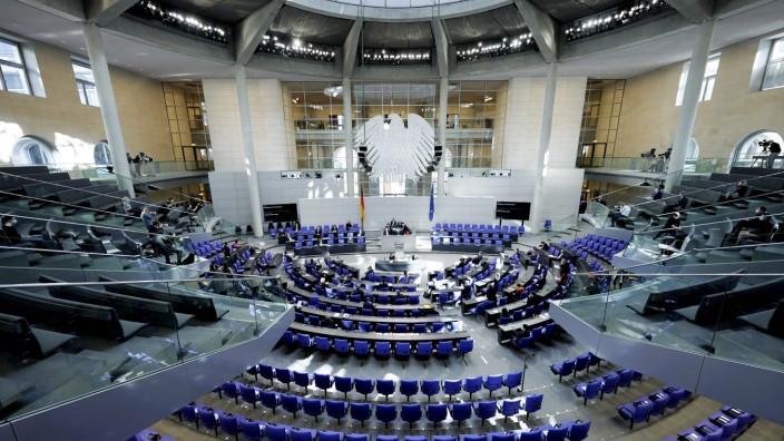 214. Bundestagssitzung und Debatte Symbolbild des Plenarsaal einer Sitzung des Deutschen Bundestag in Berlin Berlin Ber