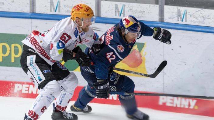 Eishockey, DEL, 09.04.2021, EHC Red Bull München - Pinguins Bremerhaven. Im Bild Stanislav DIETZ (Pinguins Bremerhaven,