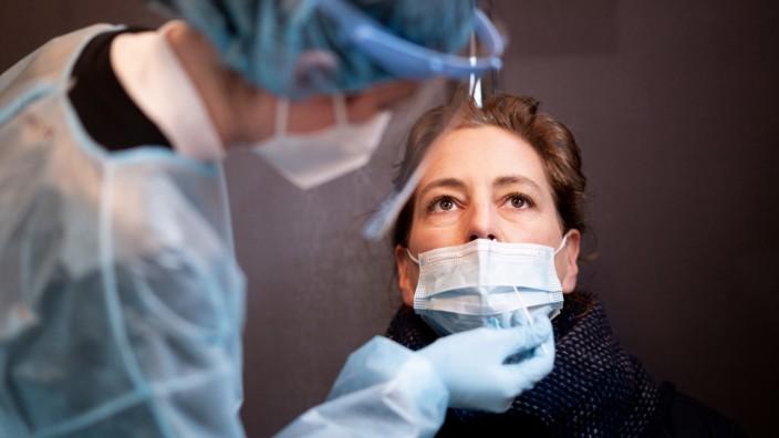 Coronavirus - Tschentscher besucht Schnelltest-Zentrum