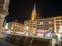 Coronavirus in München: Szenen am Abend, Die Münchner Innenstadt und Fußgängerzone ist am Abend / Nacht des 24.3.2021 zi