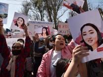 """Kirgistan: """"Wie viele von uns müssen noch sterben?"""""""
