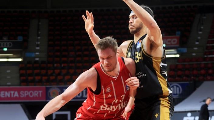 11.04.2021, BBL FCB Basketball vs Loewe Braunschweig, Audi Dome , Muenchen im Bild: Leon Radosevic (FCB Basketball) vs G; Leon Radosevic