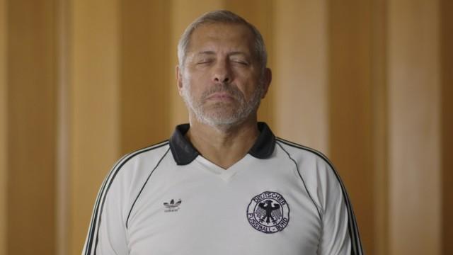 Fernsehdokumentation über Rassismus im deutschen Fußball