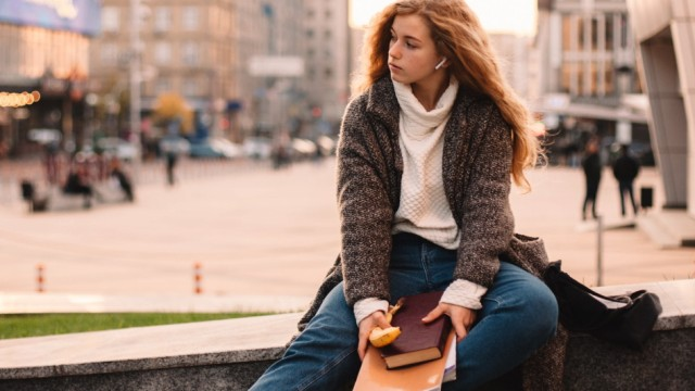 Sad teenage student girl sitting at campus during autumn Kyiv, Kyiv City, Ukraine PUBLICATIONxINxGERxSUIxAUTxONLY CR_DMB
