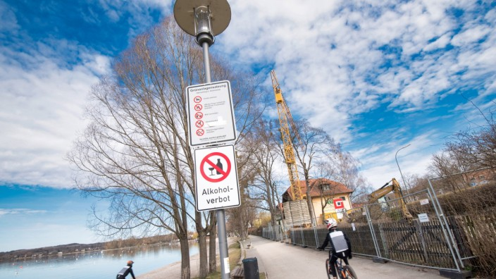 Corona-Inzidenz: An der Herrschinger Uferpromenade herrscht Alkoholverbot.