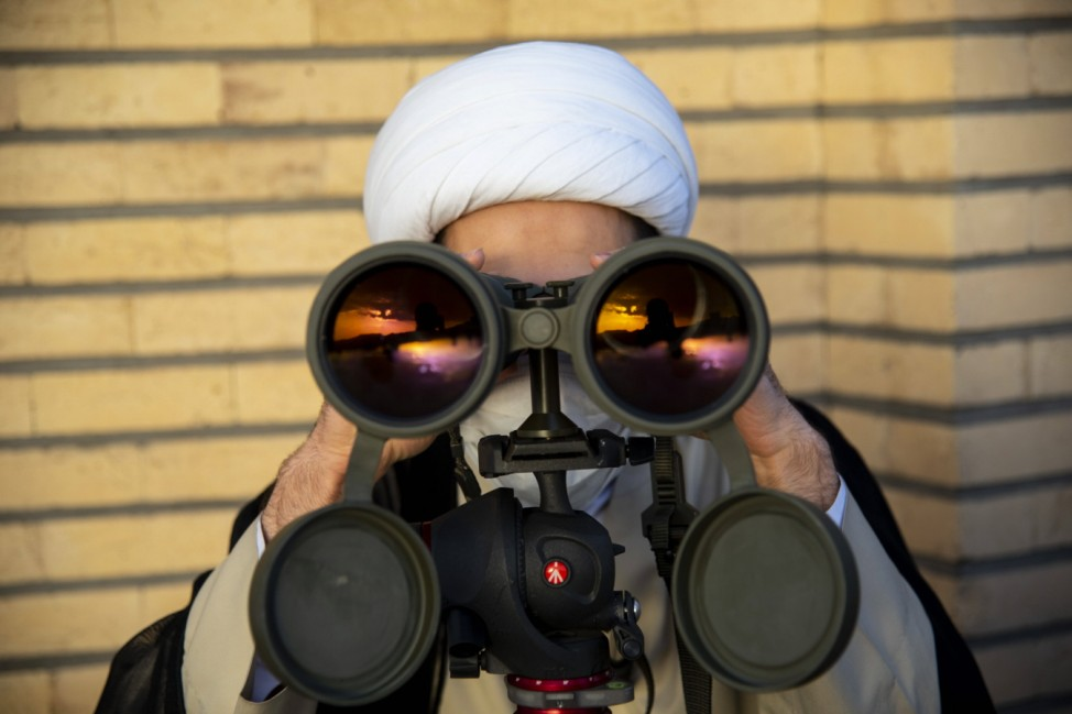 Iran: Observation of the new moon of Ramadan An Iranian cleric scans the sky with a pair of binoculars as he tries to fi