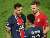 Neymar et Paredes et Joshua Kimmich - La joie des joueurs du PSG apres leur qualification en ligue des Champions face au; Joshua Kimmich