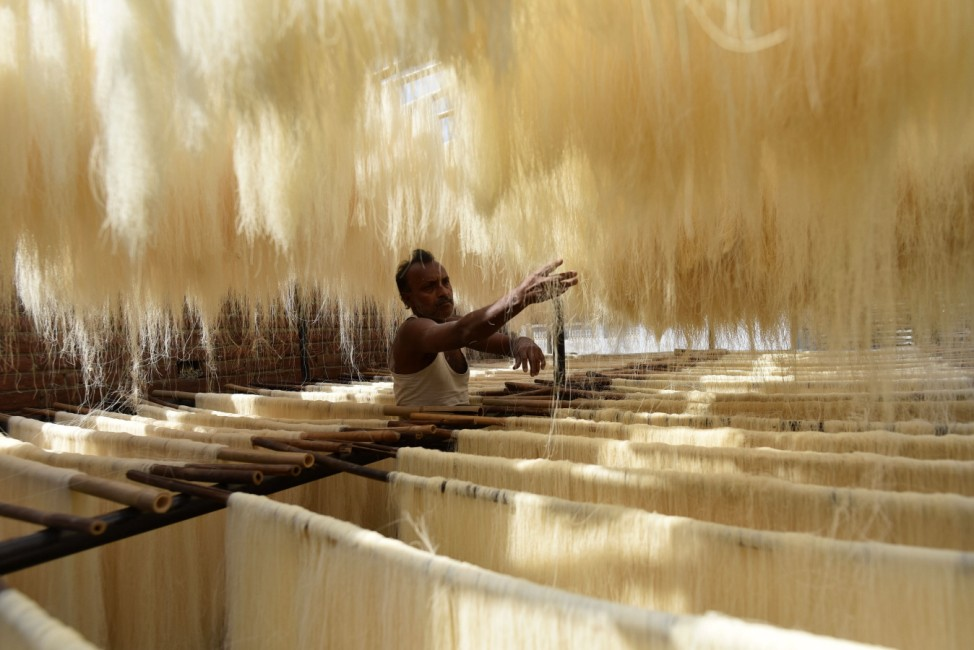 (210413) -- PRAYAGRAJ, April 13, 2021 -- A worker prepares vermicelli noodles used to make sweet dish during the fastin
