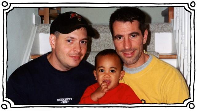 Peter Mercuriound sein Mann mit ihrem adoptierten Sohn