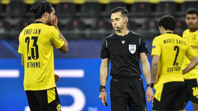 Champions League: BVB-Verteidiger Emre Can diskutiert mit dem Schiedsrichter