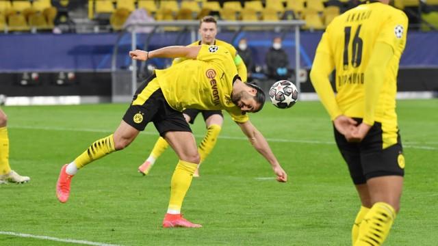 Elfmeter für Manchester City, Emre Can (Borussia Dortmund) bekommt den Ball an den Arm 14.04.2021, Fussball GER, Saison