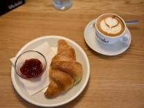 Kuriose Verwechslung: Croissant im Baum