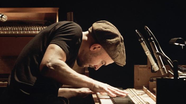 Pressebilder: Reden wir über Geld mit dem Musiker Nils Frahm. Bilder bekommen von Agentur Grimm.