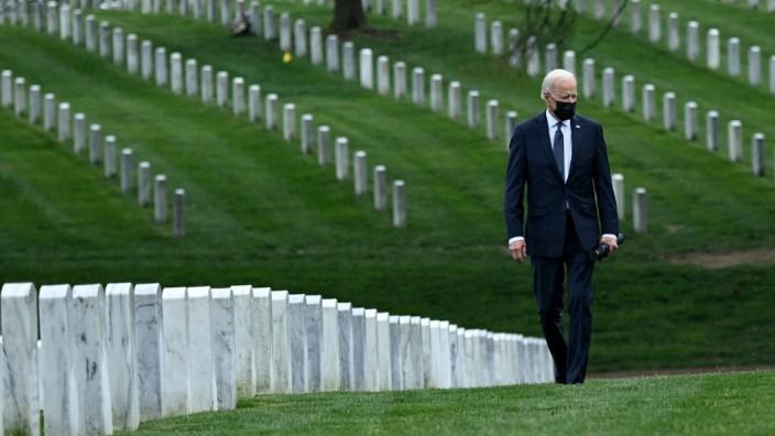 Biden visits Arlington National Cemetery to honor fallen veterans of Afghan conflict