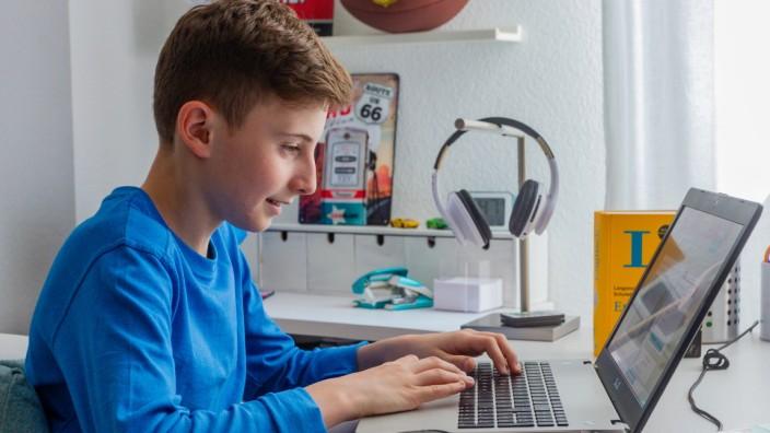 Kostenlose Online-Crashkurse helfen Schülerinnen und Schülern versäumten Stoff aus der Homeschooling-Zeit aufzuholen.; SERVICE