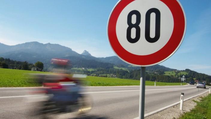 Straßenverkehr in Deutschland: Tempo 80 auf einer Landstraße