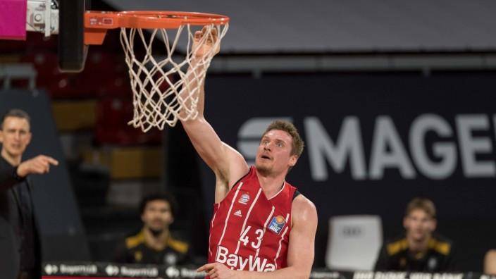 Basketball, BBL, 20210411, FC Bayern München - Basketball Löwen Braunschweig. Im Bild Leon RADOSEVIC (FC Bayern München,; FC Bayern Basketball