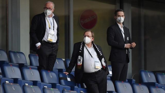 v.li., DFB Praesident Fritz Keller (Deutschland), Vizepraesident Dr. Rainer Koch (Deutschland) 31.03.2021, Fussball GER,; Keller Koch