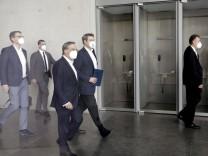 Markus Blume, Generalsekretaer der CSU, Armin Laschet, Ministerpraesident von NRW und Parteichef der CDU, Markus Soeder