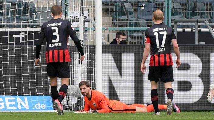 v.li., Stefan Ilsanker (Eintracht Frankfurt), Torwart Kevin Trapp (Eintracht Frankfurt), Sebastian Rode (Eintracht Frank