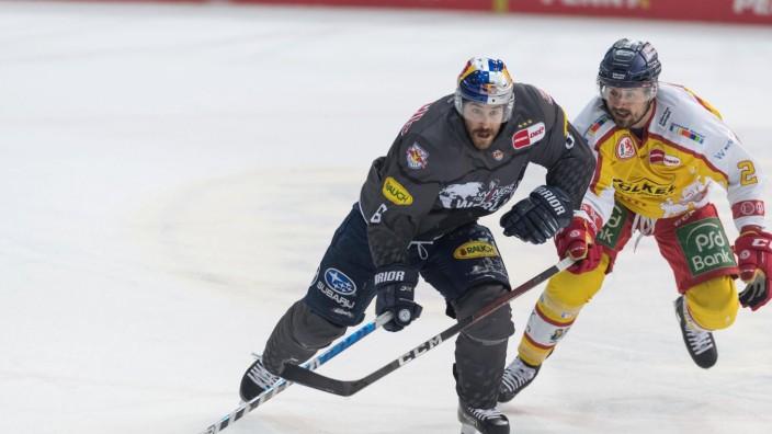Eishockey, DEL, 18.04.2021, EHC Red Bull München - Düsseldorfer EG. Im Bild Mathew MAIONE (EHC Red Bull München, 8) udn; ehc München