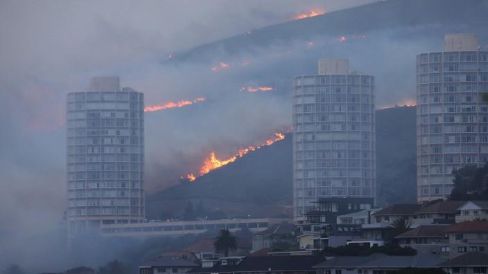 Südafrika: Brand auf dem Tafelberg bei Kapstadt