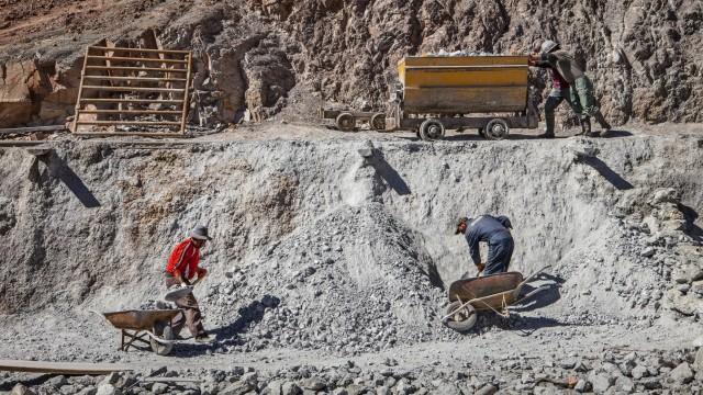 Miners at Pailaviri mine, Cerro Rico, Potosi, Bolivia Potosi Bolivia Copyright: xLucasxVallecillosx/xVWPicsx LVM-Bo.Po.C