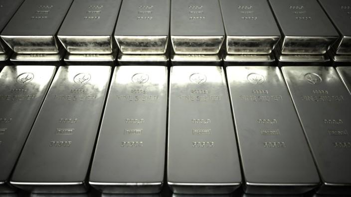Fine Silver Bars 5000g 5000g fine silver bars on a table. 3d illustration.