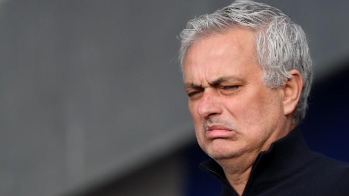 Spurs Sack Manager José Mourinho