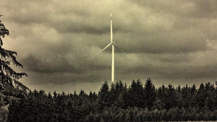 Leserbriefe: Bei Welshofen im Landkreis Dachau steht bereits ein Windrad im Wald. Die Entscheidung, ob fünf Windräder im Ebersberger Forst gebaut werden sollen, spaltet den Landkreis seit Monaten in zwei Lager.