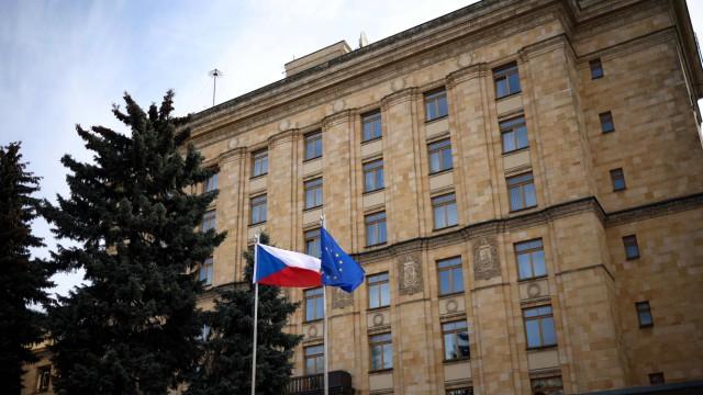 """Nachdem Tschechien 18 russische Diplomaten ausgewiesen hat, hat Moskau 20 Mitarbeiter der tschechischen Botschaft zu """"unerwünschten Personen"""" erklärt. Die Krise setzt sich fort."""