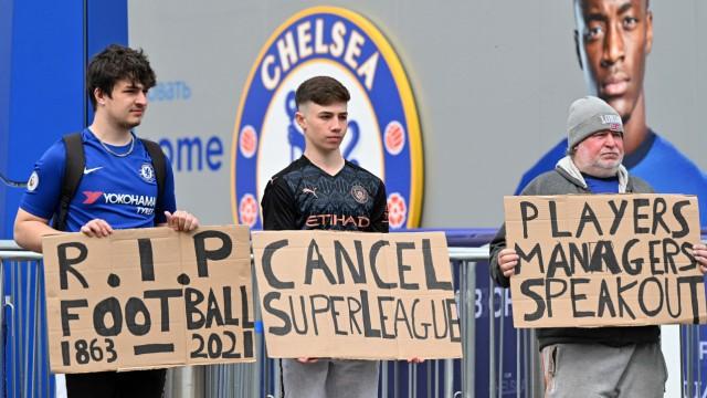 Fußball: Fans des FC Chelsea protestieren gegen die Super League
