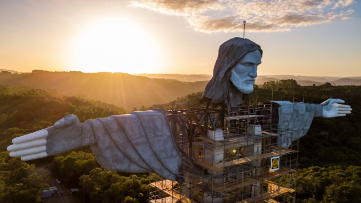 Brazil is Building a Taller Statue of Jesus