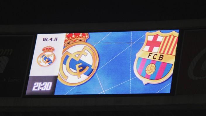 Anzeigetafel beim Spiel Real Madrid gegen FC Barcelona