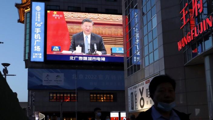 Klimawandel: Chinas Präsident Xi Jinping auf einer Videoleinwand während eines Klimagipfels