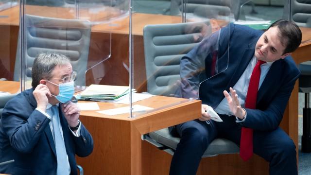 CDU-Chef Armin Laschet und Nathanael Liminski bei einer Sitzung des nordrhein-westfälischen Landtags