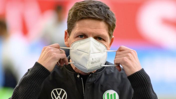 Bundesliga: Trainer Oliver Glasner beim Spiel VfL Wolfsburg gegen 1. FC Köln
