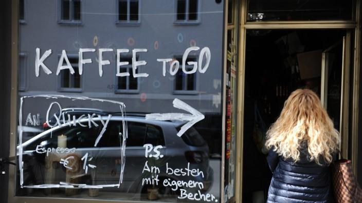 Teilgeschlossenes Lokal in München während der Corona-Krise, 2020