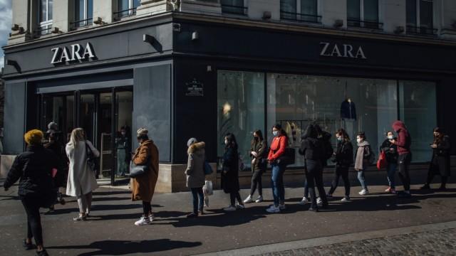 Retail Activity Ahead Of Monthlong Paris Lockdown