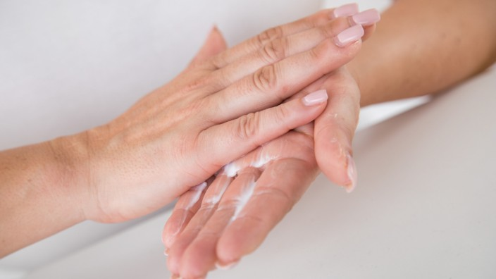 Nach dem vielen Waschen: Die Hände intensiv eincremen
