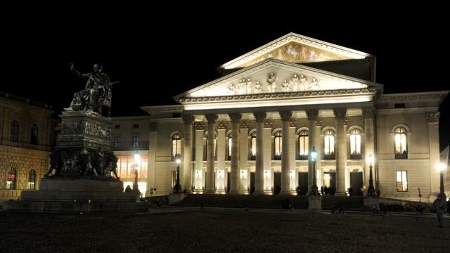 Bayerische Staatsoper und Max-Joseph-Platz bei Nacht, 2019